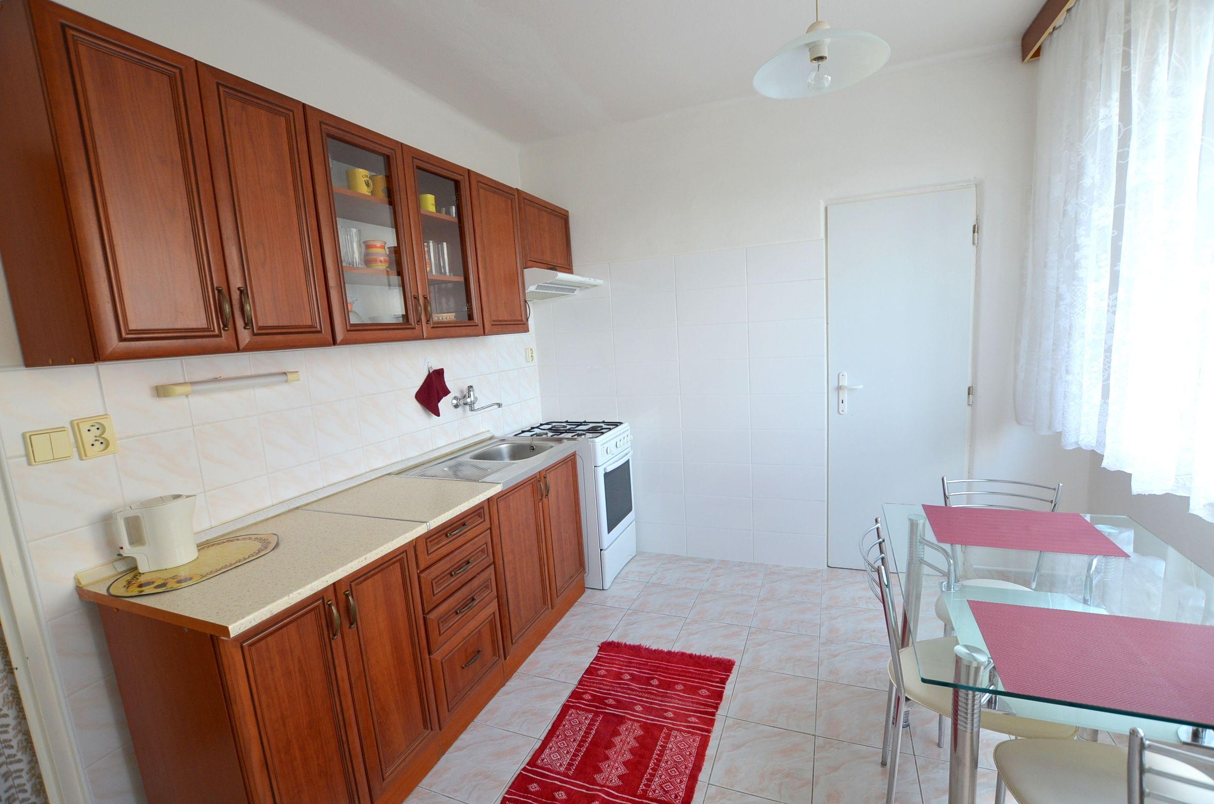 7997ac2a33 Na prenájom veľký 2 izbový byt v centre mesta