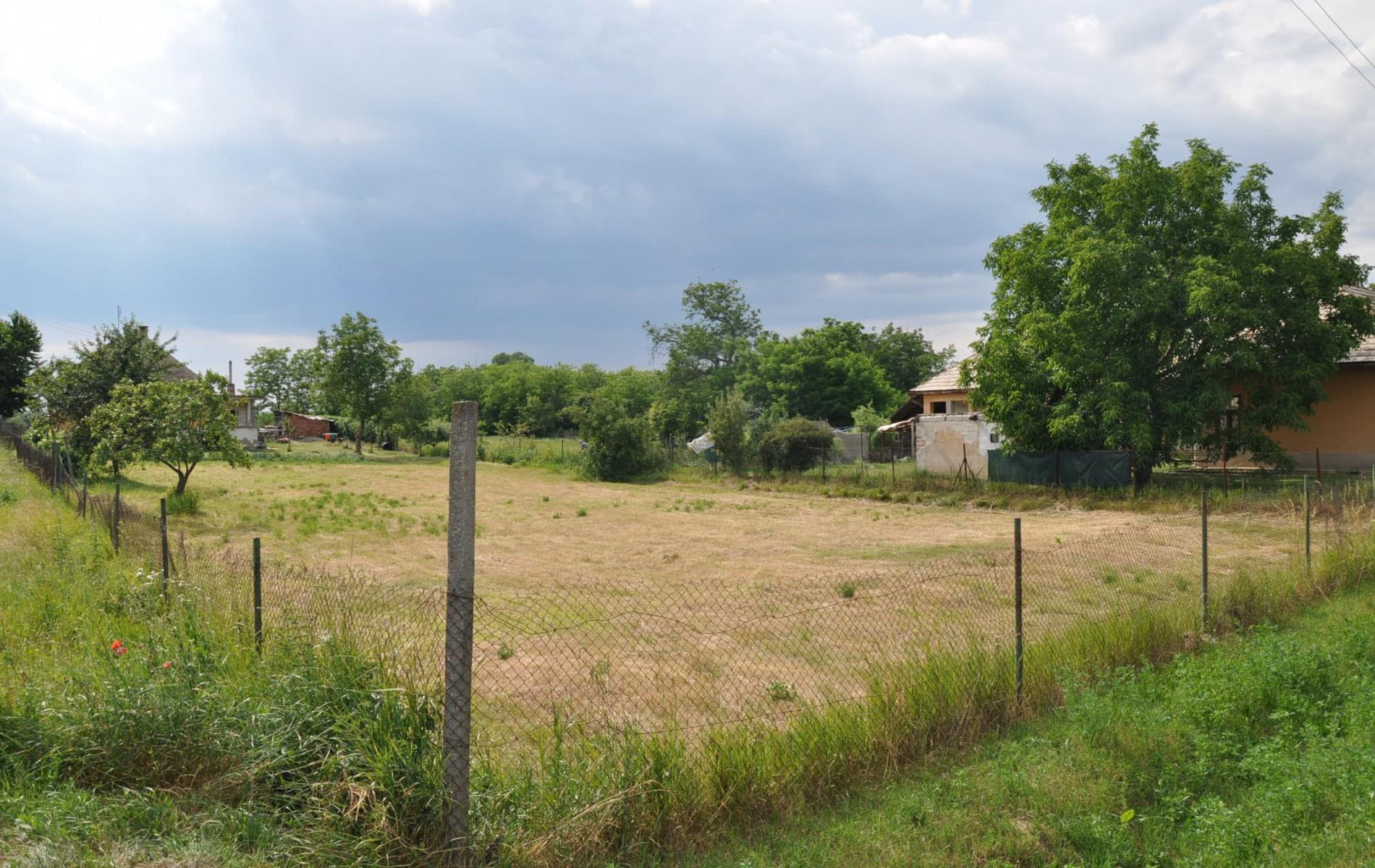 Na predaj široký stavebný pozemok v Hronovciach - DSC_0030