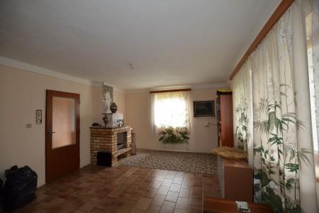 Rodinný dom v Kalinčiakove s pekným pozemkom - DSC_0120_f30da3d7355024883db4ed014b5fa1c3