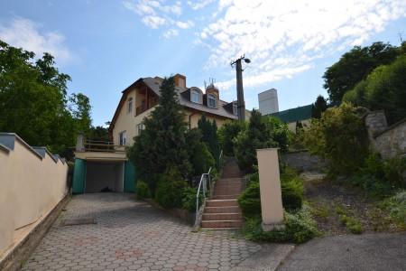 Ponúkame na predaj krásny rodinný dom v Leviciach - DSC_0249_2ff6d134cffbd32e7867f90d79093764