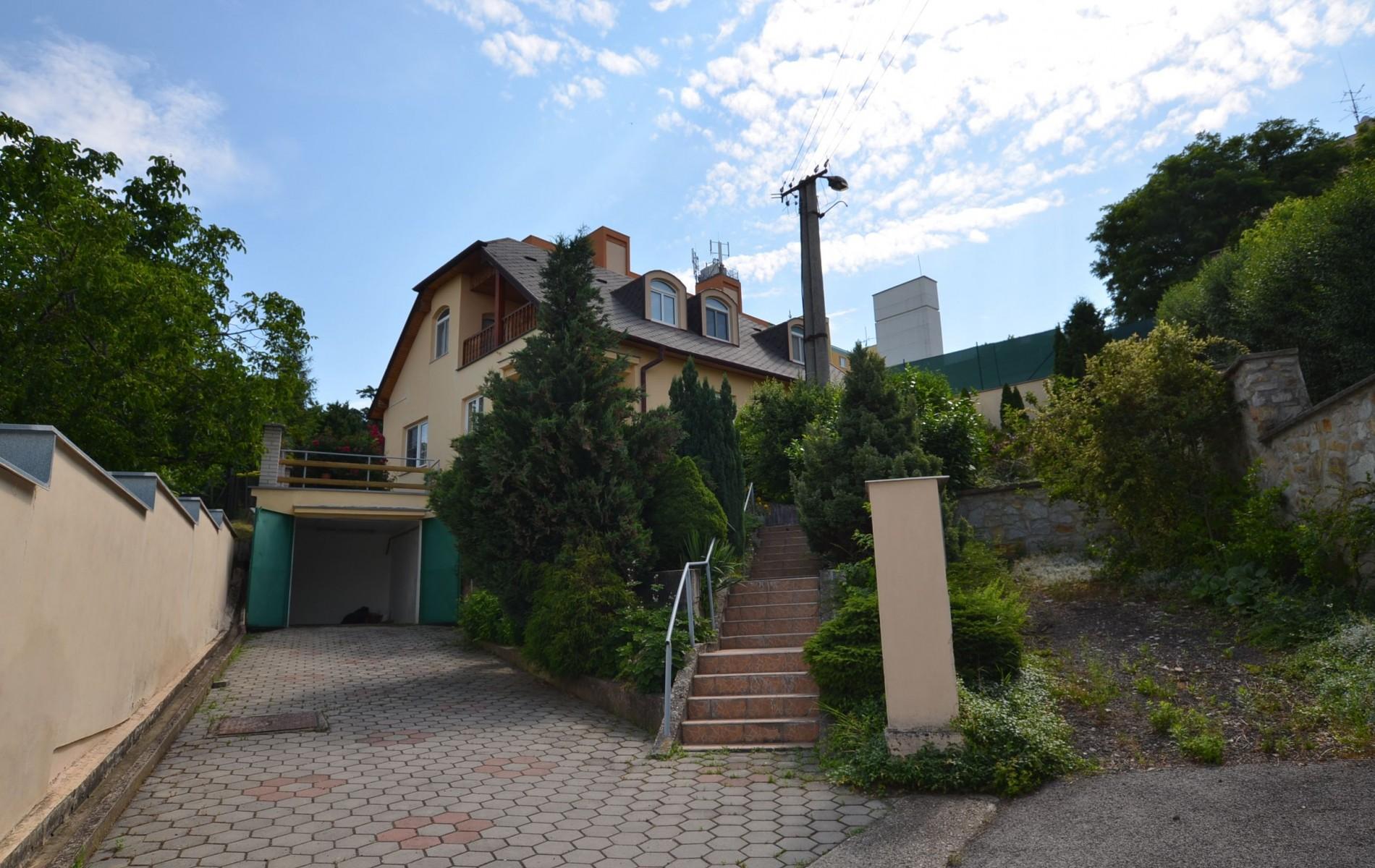 Ponúkame na predaj krásny rodinný dom v Leviciach - DSC_0337