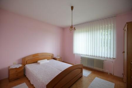Ponúkame na predaj krásny rodinný dom v Leviciach - DSC_0262_896efeb6c060d24518273570b357da88
