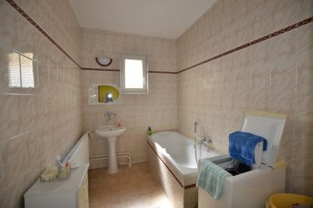 Ponúkame na predaj krásny rodinný dom v Leviciach - DSC_0268_72ff25cce380c252f77c0dd817824063