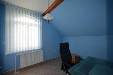 Ponúkame na predaj krásny rodinný dom v Leviciach - DSC_0269_c7e20c83742d32e565826fb50f9e3e06