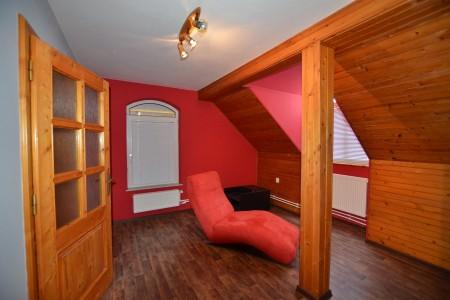 Ponúkame na predaj krásny rodinný dom v Leviciach - DSC_0287_51f9132c48f746a621439c5c1a368088