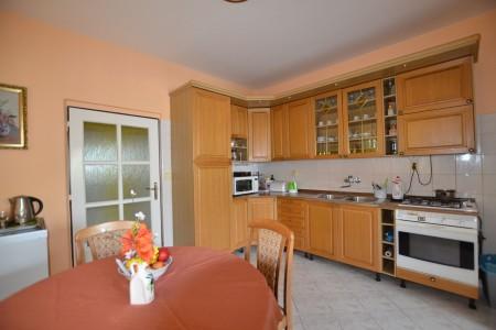 Ponúkame na predaj krásny rodinný dom v Leviciach - DSC_0332_618418da0072f6ce4d549f5038a722f3