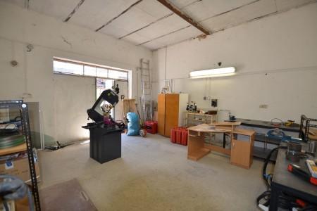 Ponúkame na predaj RD vhodný na podnikateľské účely s veľkou garážou, nadstavaným podkrovným bytom - DSC_0425_8d2a6df7eabed5aa20794db9ddfe3fe7