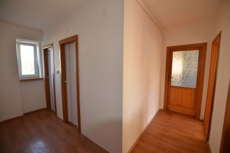 Na predaj 4 izbový byt v Leviciach - tehlový - DSC_0448_973223a3d15f7a55b94c5aab86c100c2