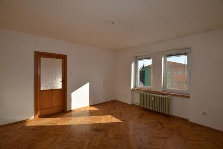 Na predaj 4 izbový byt v Leviciach - tehlový - DSC_0451_69f58f2cd4c66def8b185226c0ce128c
