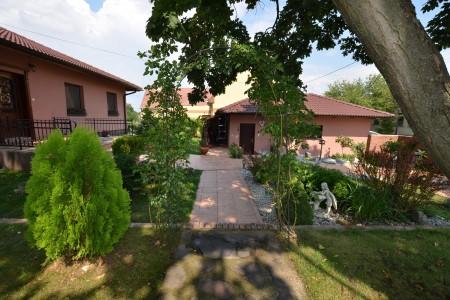 Štýlový rodinný dom s krásnym pozemkom  - DSC_0764_a130cf058b0066861b1f33941c07dc23