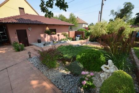 Štýlový rodinný dom s krásnym pozemkom  - DSC_0765_15bf6f134a7bef327dab1aaa69c623b9