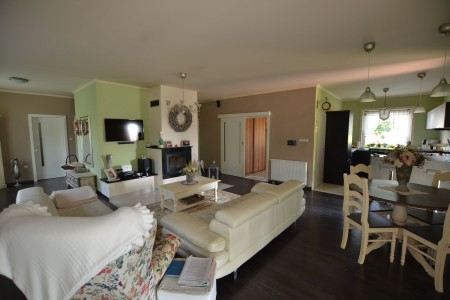 Štýlový rodinný dom s krásnym pozemkom  - DSC_0788_ea0fbd8adbc81b30f6b102d4010a9961