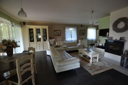 Štýlový rodinný dom s krásnym pozemkom  - DSC_0795_097f1d226524dd4b4d2596a1dcf79c4a