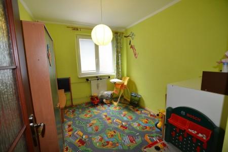 REZERVOVANÉ. Na predaj pekný 3 izbový byt na Dopravnej ulici v Leviciach - DSC_1011_37e43384dd2b7bac3e3cb46388a428be