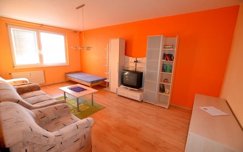 Prenájom 3 izbový byt na Saratovskej ulici - DSC_6340_f997a4863a892e453ec86a5d534c5ed1