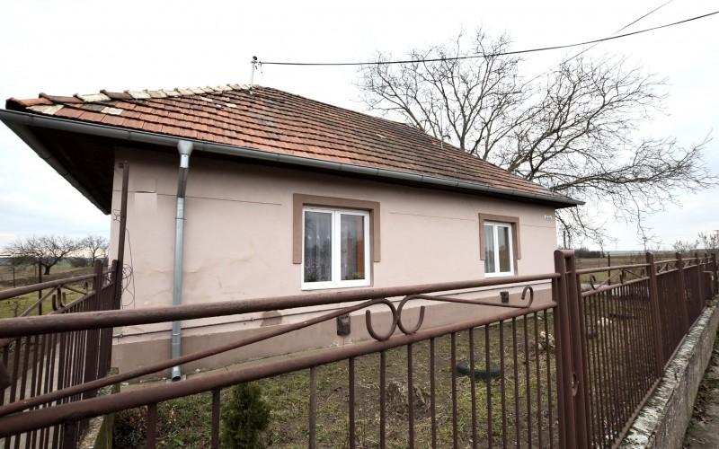 Rodinný dom s veľkým pozemkom, Tekovské Lužany - DSC_8854_057bc42548875971c4d63c285808e7ee