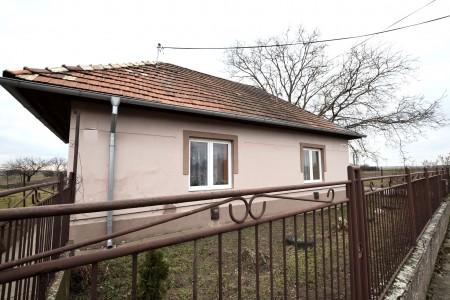 Rodinný dom s veľkým pozemkom, Tekovské Lužany - DSC_8854_1ba96cc4576a45e84ea23b458baeb828