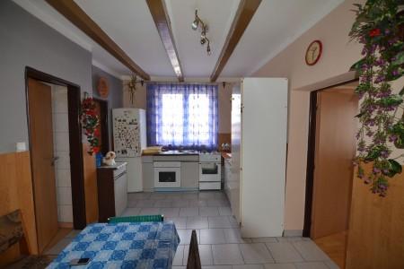 Rodinný dom s veľkým pozemkom, Tekovské Lužany - DSC_8861_faf00af860284cc5644fde5954979a23
