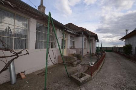 Rodinný dom v tichej časti obce Jur nad Hronom - DSC_8944_895489dec23ae6455be936e2abc3a45e
