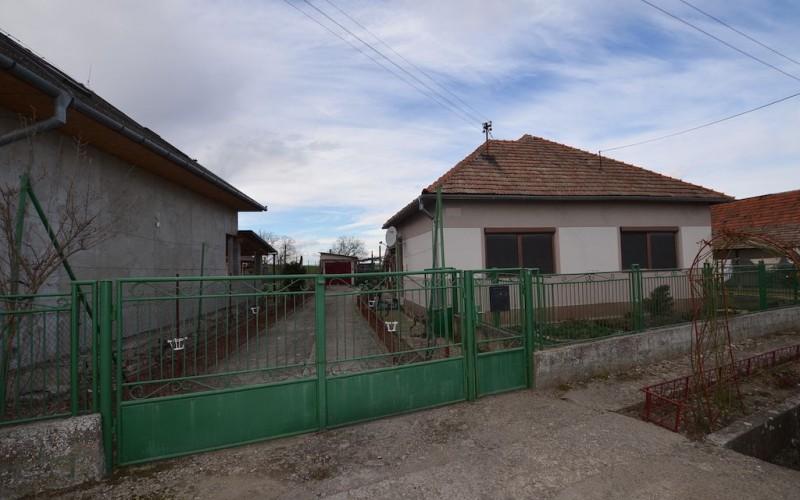 Rodinný dom v tichej časti obce Jur nad Hronom - DSC_8950_869bc77879f62ebae59ea084761f70a5