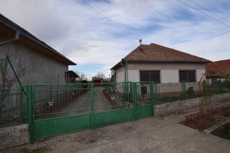 Rodinný dom v tichej časti obce Jur nad Hronom - DSC_8950_e035889dae7fee50c0ebe8c283c73466