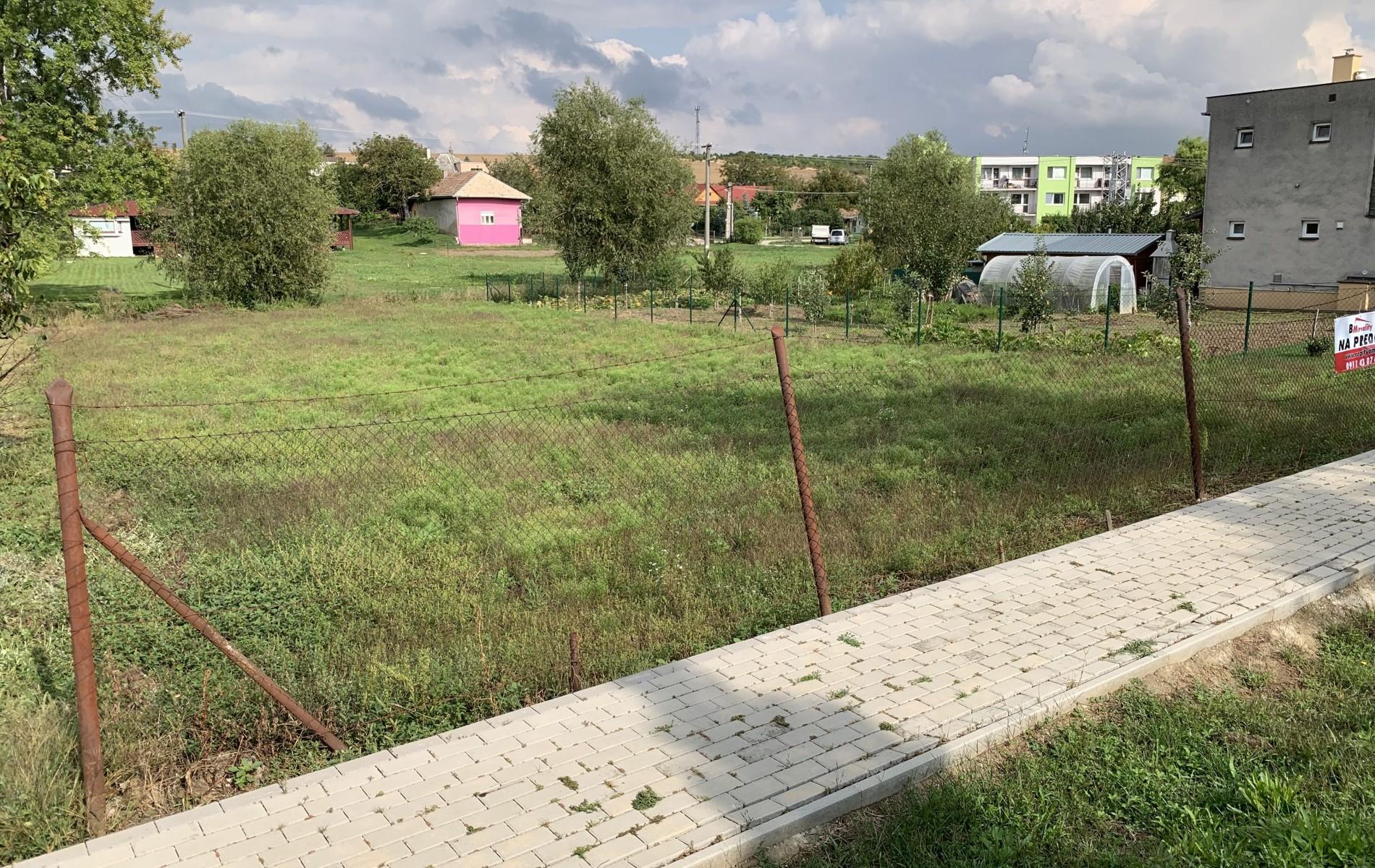 Na predaj stavebný pozemok v obci Dedinka - SniYmka_obrazovky_2019-09-09_o_15.17.47