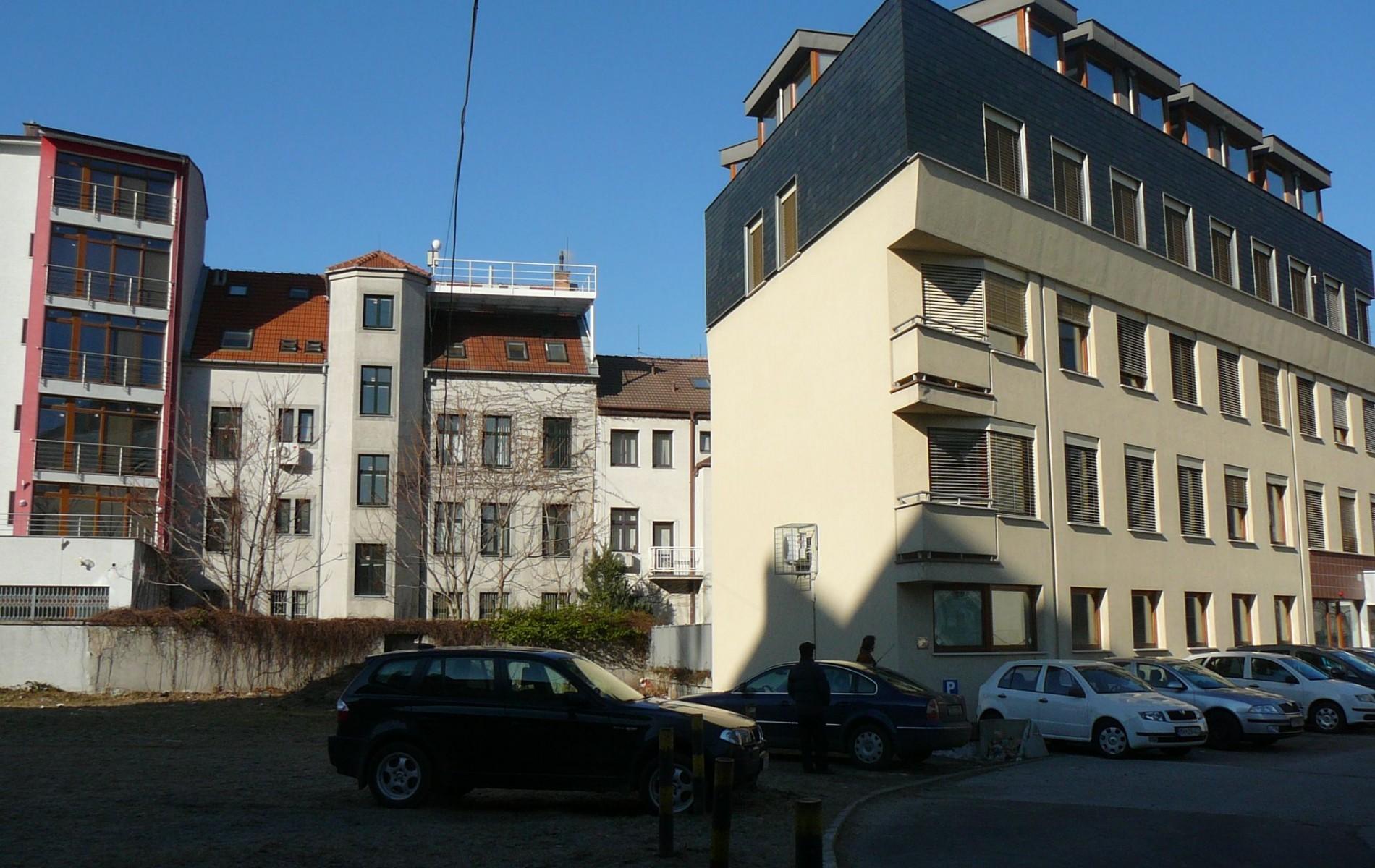 Prenájom administratívnej budovy v Bratislave - planek_kancelaYe-KukuriYna-6