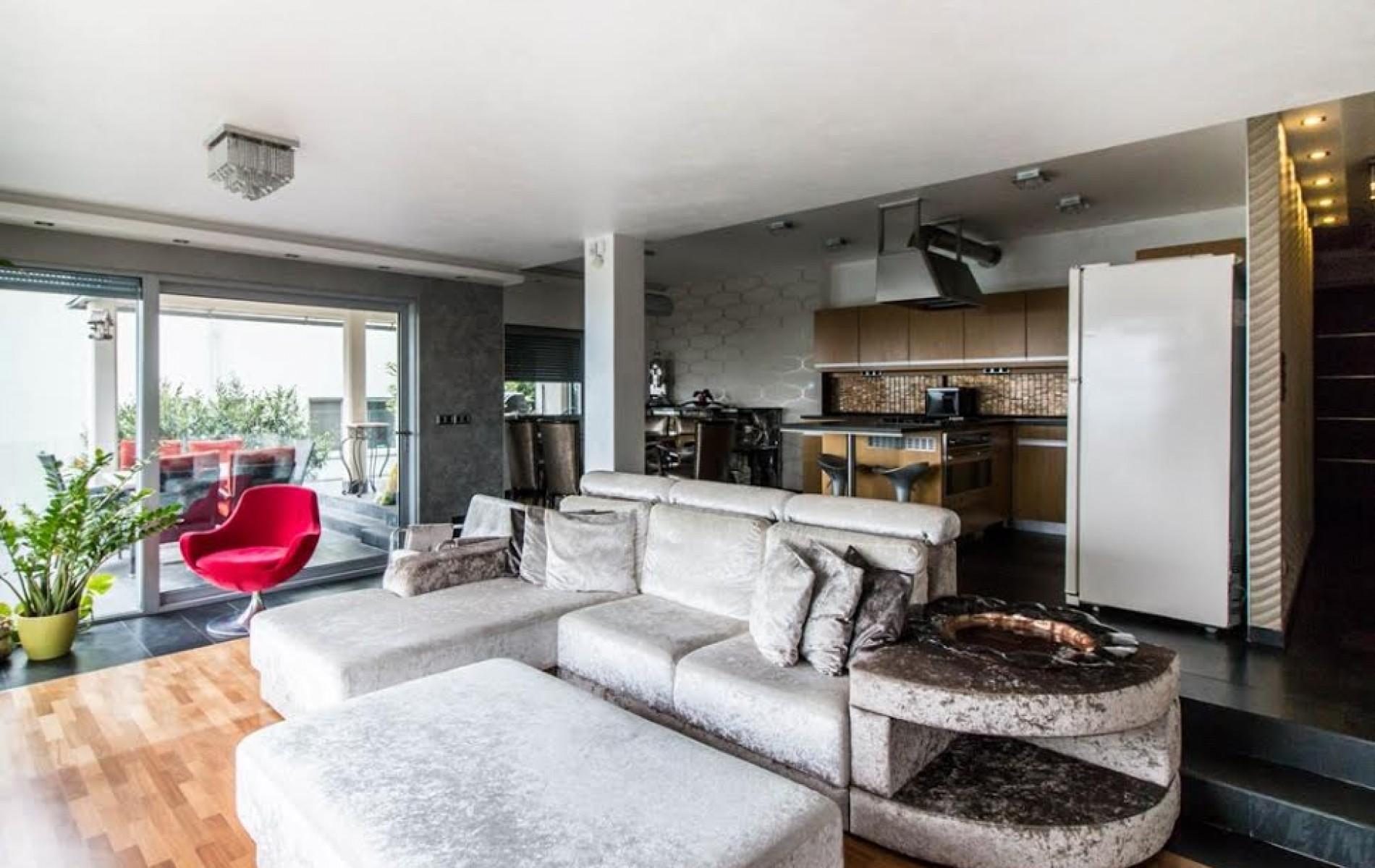 Ponúknite 2 izbový byt v tehlovej bytovke v Leviciach - db27291a-ae8b-4b2a-b7a9-6112353b80c3