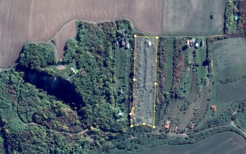 Na predaj pozemok v tichej oblasti s výhľadom na mesto  - satelitny_zaber_95ca44ca361141809f76cfac955d52da